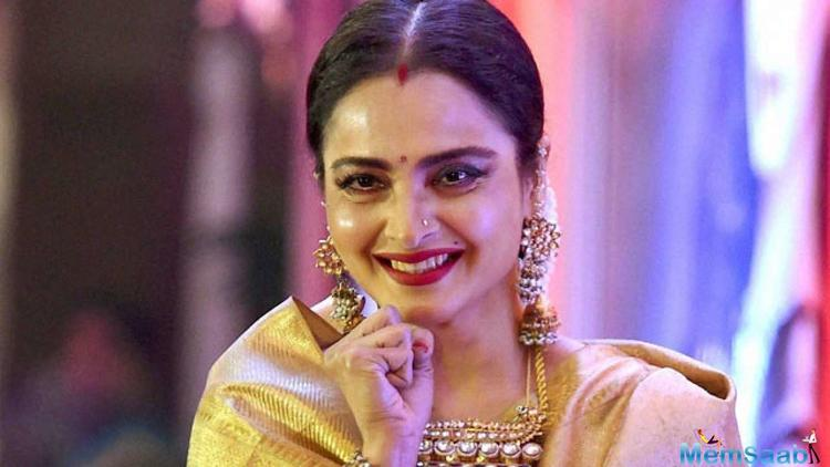 Rekha has apparently loved the Amitabh Bachchan-starrer 102 Not Out and has been raving about it ever since she watched the preview. Amitabh, however, skipped the viewing.