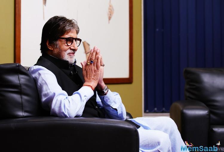 Amitabh has sung 'Badumbaaa' alongside veteran actor Rishi Kapoor.
