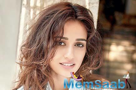 One of the fittest actresses in Bollywood, Disha Patani has wooed the audience with her washboard abs and perfect figure time and again.