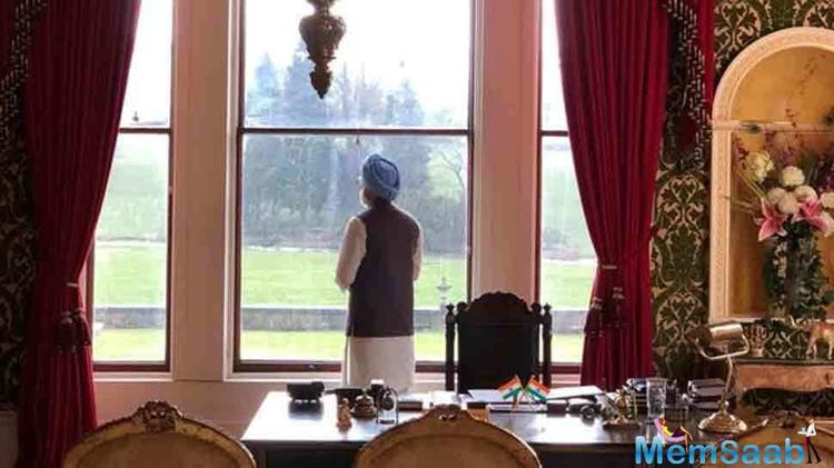 The very first look of The Accidental Prime Minister shared on twitter by producer Hansal Mehta has got some extolling reviews all across the nation.