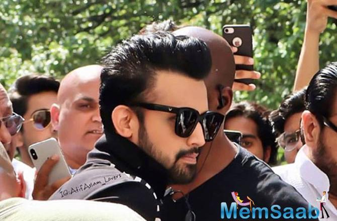 Atif's act has prompted many of his fans back home to question his patriotism and also hit out at him.