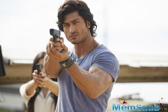 But once Yamla Pagla Deewana Phir Se bombed, Gada replaced Sunny with Vidyut Jamwal. Leading to which the official announcement is still away as Vidyut is currently busy filming Commando 3.