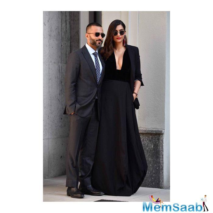 While husband Anand looked dapper in a characoal grey suit, Sonam raised the temperature with her bold black outfit. Both, Sonam and Anand looked colour coordinated, giving some amazing fashion goals to the couples.