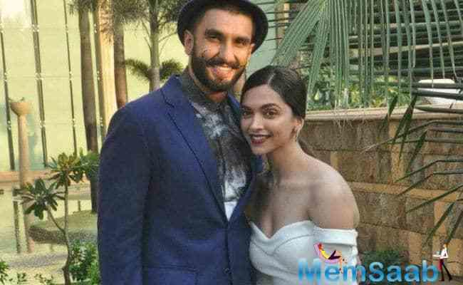 """Rohit sir had shown her a few rushes. She doesn't overreact on anything in life. So when the screen was off, she looked at me and said, 'Hot lag raha hai',"" Ranveer recounted."
