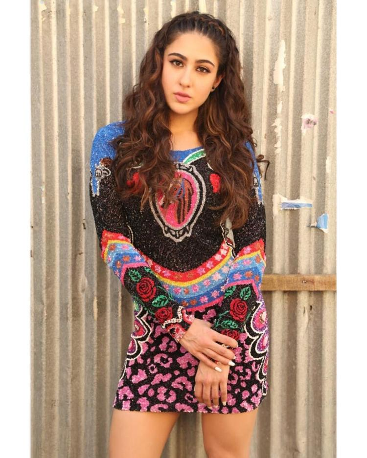 Throughout the promotional activities, we witnessed Sara Ali Khan wearing ethnic wear and slaying in it like a pro. She absolutely takes on the ethnic wear.