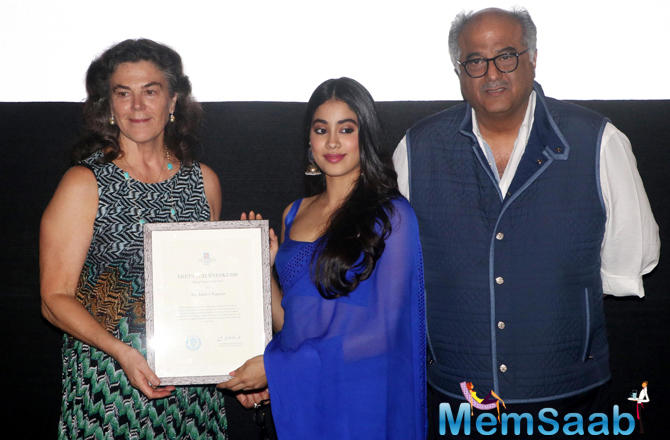 There were few Thalassemia patients from an NGO, who presented two painting of late Sridevi and Janhvi as a gift to the latter.