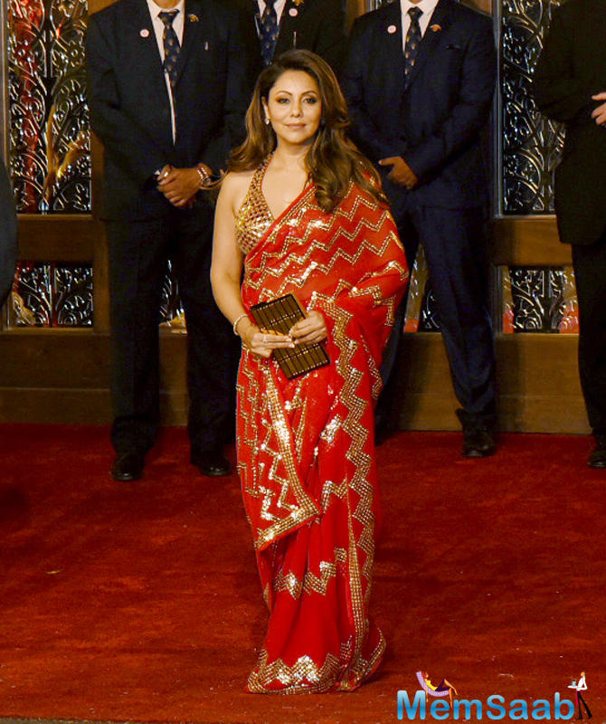 Gauri Khan opted a golden-red saree for the wedding.