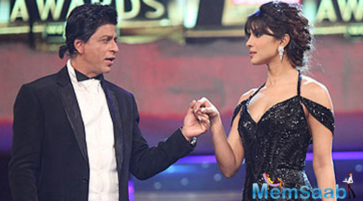Perhaps the same law of liberal bomhomie guided SRK when he came face to face with Priyanka and her husband Nick Jonas at the wedding. Instead of looking the other way the couple smiled and approached SRK with a greeting.