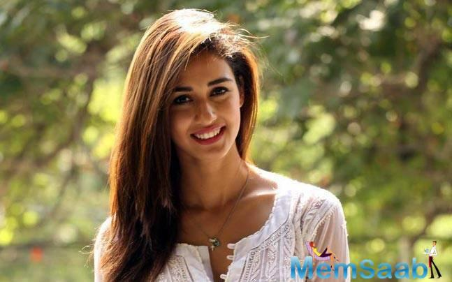 Disha Patani, who was taking gymnastic lessons to perform the stunts of the film, sprained her knees earlier. Once again Disha had to meet with an injury in her leg while the actual shoot was going on.