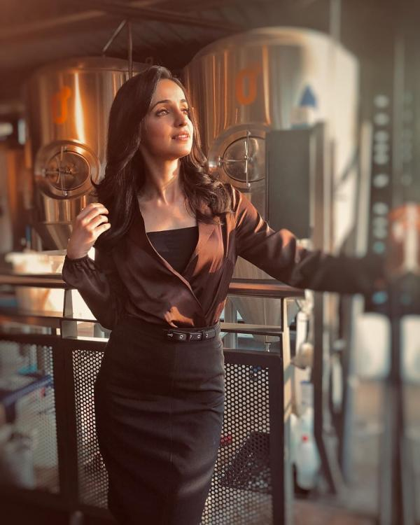 One of the most beautiful actresses of Telly town, Sanaya Irani popularly known as Gunjan of 'Miley Jab Hum Tum' surely knows how to grab all the eyeballs. The actress keeps sharing her stunning photos on Instagram.