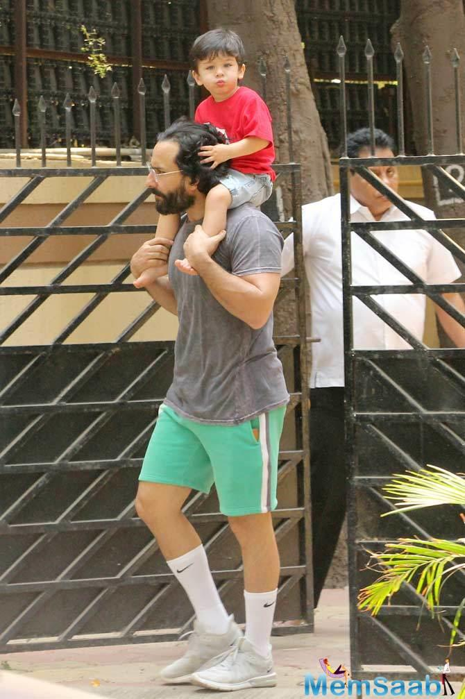 Now there's a new tidbit of information that has surfaced about Taimur. In an interview, dad Saif Ali Khan said that Taimur doesn't like it when mom Kareena wears makeup.