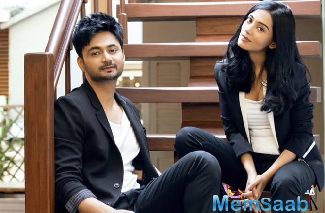 Little did Amrita Rao know that she had a huge surprise in store for her. Her husband Anmol gifted her a big diamond ring on the eve of Valentine's Day.