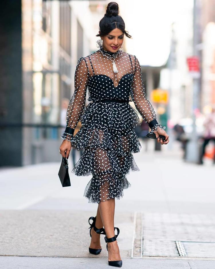 Priyanka Chopra is a diva. She exactly knows how to carry herself with utmost grace and confidence in any dress she dons.