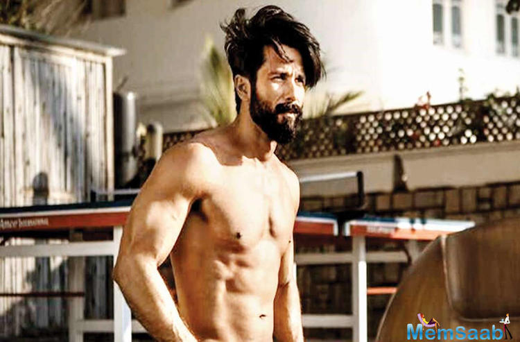 Kabir Singh is the story of a medical student who has anger management issues and after a failed relationship he indulges in alcoholism.