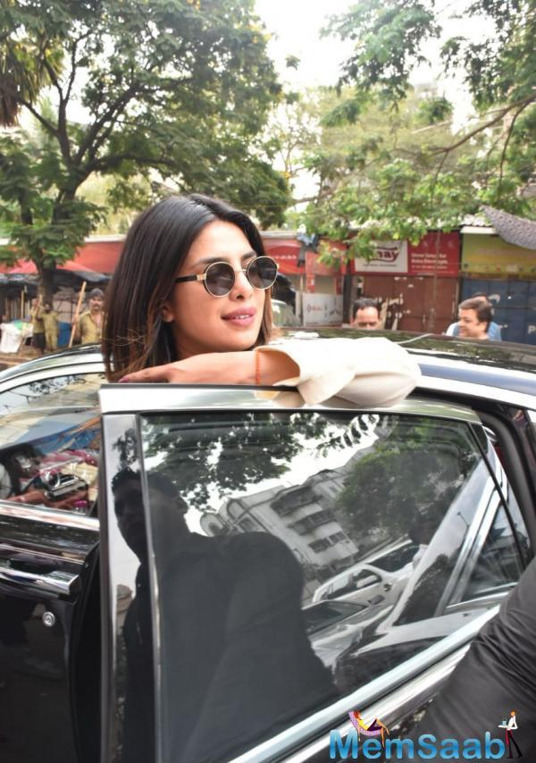 To begin with, right in the morning, Priyanka Chopra was one of the first Bollywood celebs to have arrived to cast her vote at the Versova polling booth.