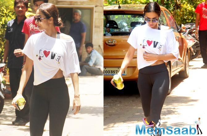 She completed her look with black yoga pants and black sneakers. With her hair pulled back and tied in a low bun, Malaika chose to go minimalistic with her make-up.