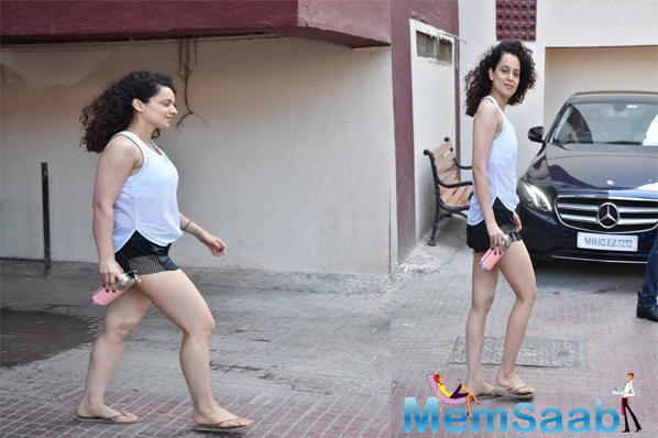 Although Kangana was drenched in sweat but she made sure to smile at the paps before sitting inside her car.