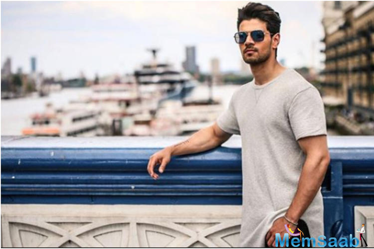 It seems like Akshay's postponement has become good news for Sooraj Pancholi, who is waiting for his second release.