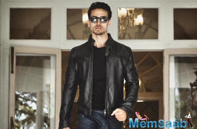 Fans were seen carrying banners of Tiger Shroff to the theatres. Selfies with the posters were flooded on social media. The actor had some of his fans wearing T-shirts with his picture printed on the merchandise.