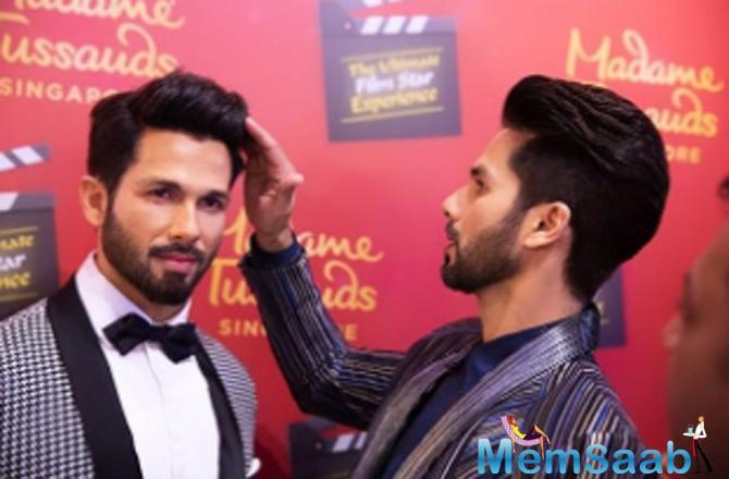 During the ceremony, Shahid Kapoor, was seen wearing a pinstriped blue suit, and he paired a black shirt with his matching pants and jacket and ladies, please don't miss the matching shoes of both the original Shahid and wax Shahid.