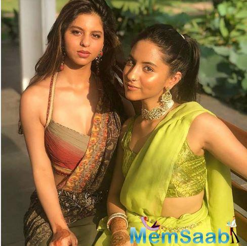 Suhana chose an earthy colour for her saree and paired it with a matching halter-neck blouse.