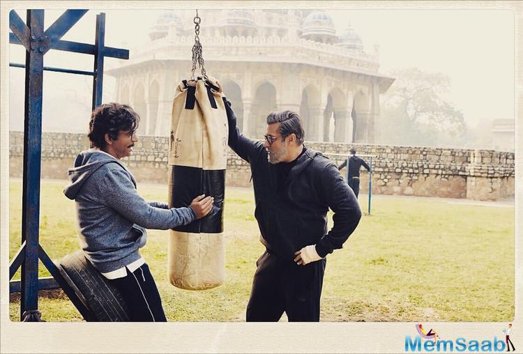 In the picture, we get to see Salman Khan sporting his aged look along with co-star Sunil Grover who will be essaying the role of Salman's close friend in the film.