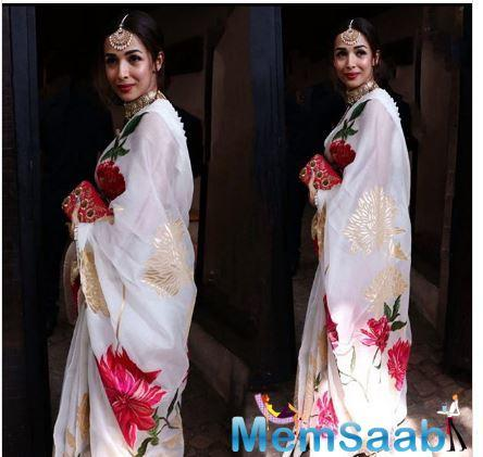 Malaika Arora too nailed this saree by wearing a sleeveless blouse, and heavy Kundan jewellery. Check out her look too!