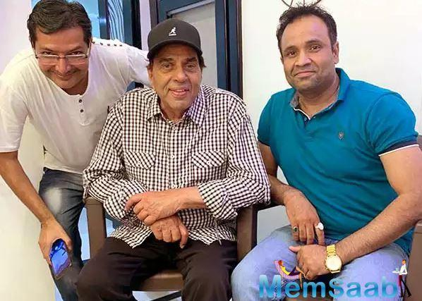Writer-Director Manoj Sharma is on cloud 9 as he has just roped in yesteryear superstar Dharmendra in his horror comedy film Khalli Balli.