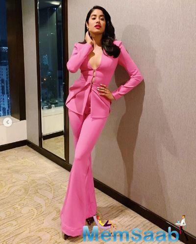 Janhvi Kapoor's pink pantsuit grabbed all the eyeballs