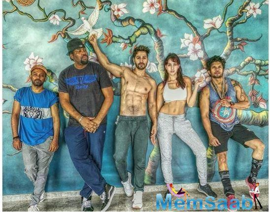Varun recently took to Instagram to share a picture of him with the group of Street Dancer 3D. The actor looked drool-worthy in his recent picture where he shows off he's chiselled abs.