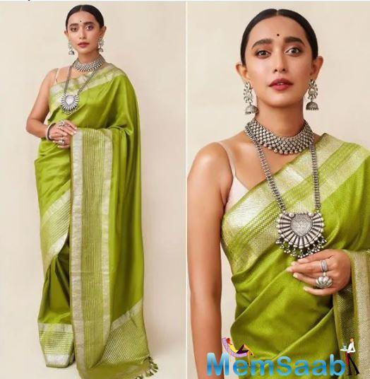 Another green we couldn't take our eyes off was Sayani Gupta's green handloom saree by Ekaya.
