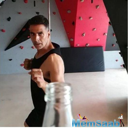 Akshay can be seen focussed and determined to ace the stunt like all other action sequences he does in movies.