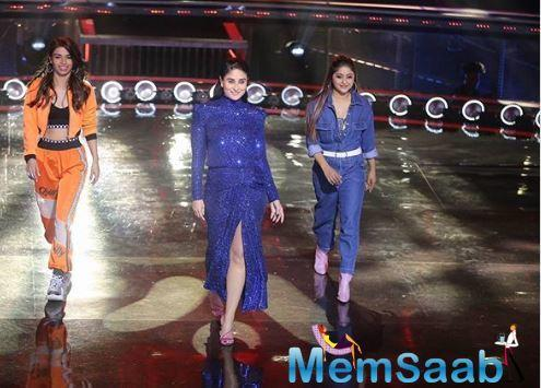 Kareena looked super sexy as she flaunted those moves.