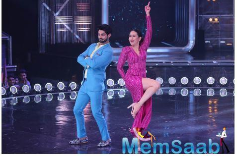Of course, it was not an easy task. Karan asked Karisma to dance with him about 15 times before she obliged and guess what?