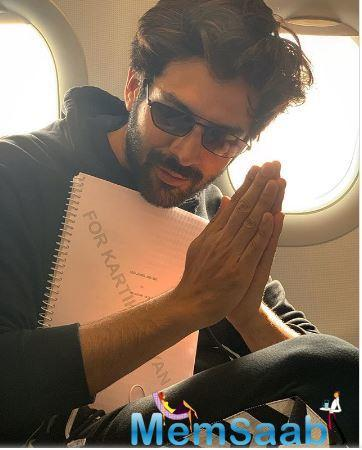 Kartik Aaryan is currently busy with his upcoming film Pati Patni Aur Woh, and has just gone to Lucknow to shoot for it. The actor has been keeping his fans updated about the movie through fun Instagram posts.