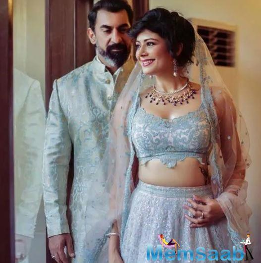 The couple's romantic messages for each other is going viral. Pooja Batra has said that Nawab Shah is more romantic amongst them.