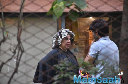 However, he has been given a clean chit now. Today, Farah was clicked by the paparazzi outside a beauty salon in Mumbai.