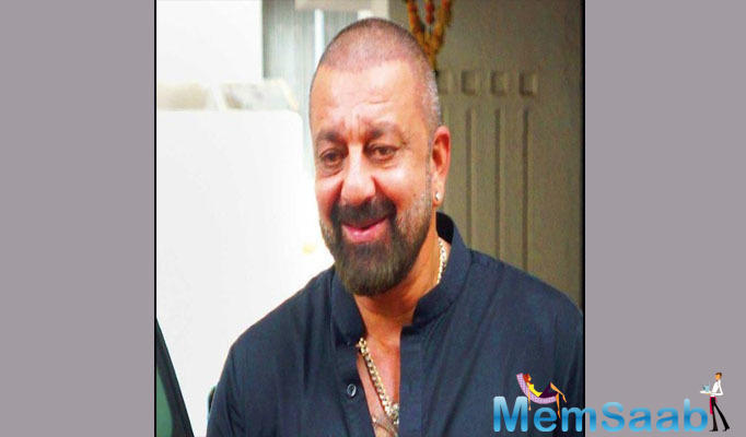 The Munnabhai MBBS actor said that he can't dance around trees and with girls. He would like to do some great characters like Mel Gibson and Denzel Washington do.
