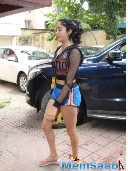 Just a few days back, Janhvi Kapoor returned to the bay after wrapping up the Agra schedule of RoohiAfza opposite Rajkummar Rao.