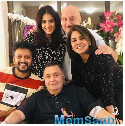 The latest ones to pay a visit to the senior actor is none other than ne of the lovely couples of Bollywood, Riteish and Genelia Deshmukh.