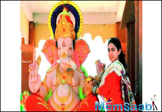 Salman Khan, who is as Muslim or Hindu as Sara Ali Khan, enthusiastically celebrated Ganesh Chaturthi this year with friends and family. Meanwhile, Sara Ali Khan was trolled mercilessly for celebrating the same festival.
