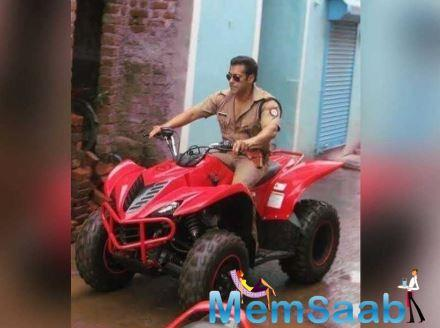 And today, a new picture of the actor has surfaced over the social media. In the photo, he can be seen riding an ATV quad bike. He was wearing a police attire and also sported his aviator sunglasses.