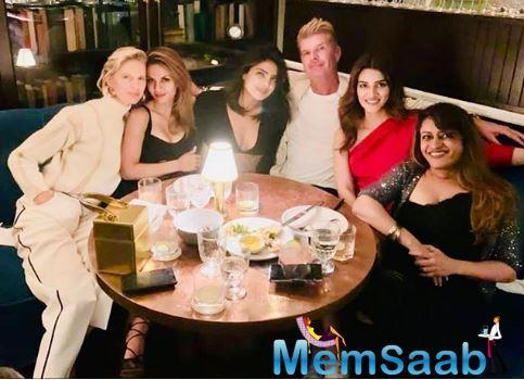 While in New York, the actress met up with Priyanka Chopra, Natasha Poonawalla, Rohini Iyer and a few others over dinner and shared a photo with the group.