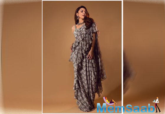 That frill saree is all we want to have right now. Hansika is not only known for her movies, but her sense of style has also managed to grab the attention.