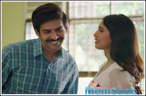 The said scene sees Kartik who plays Chintu Tyagi in conversation with his friend, Aparshakti Khurrana.