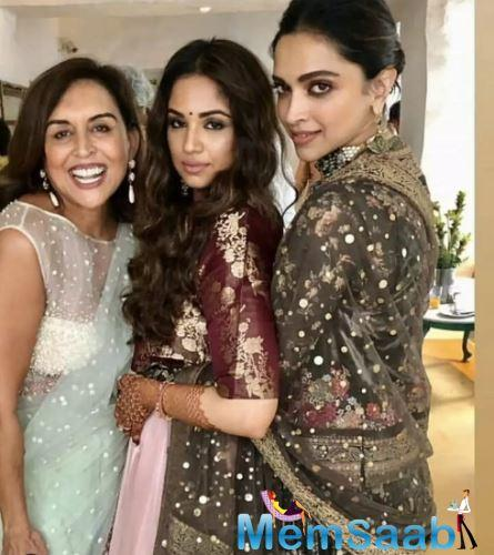 Deepika Padukone needs no introduction as the diva's popularity surpasses boundaries. Known for her elegance and poise, Deepika always turns up in her best and manages to grab all the attention.