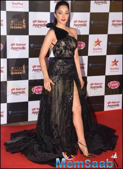 Kiara Advani who is on a high has added another feather to her cap. The actress recorded an acoustic reprised version of Bekhayali, the chartbuster from Kabir Singh recently and also performed live at an awards gala last night.