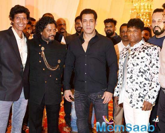 Salman Khan showed the world that it's nice to be nice when he showed up at the wedding reception of his makeup man's son.