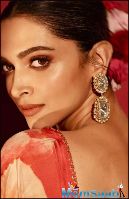 Deepika Padukone is one of the most talented actresses of Bollywood. She has impressed us with acting prowess as well as her stunning beauty!