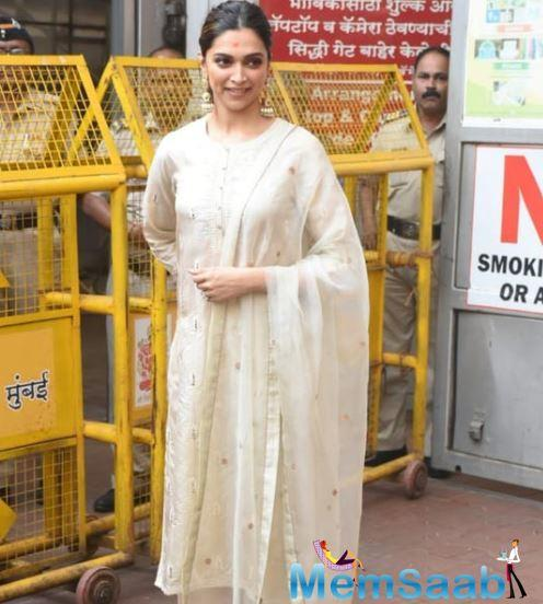 Well, Deepika never misses to visit Siddhivinayak Temple before her film releases and this time was no different. Padukone visited the temple donning a white kurta-churidar.